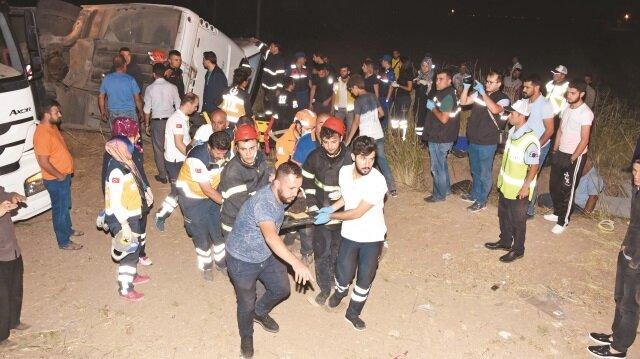 Kazada biri çocuk 6 kişi feci şekilde can verirken, 44 kişi de yaralandı.
