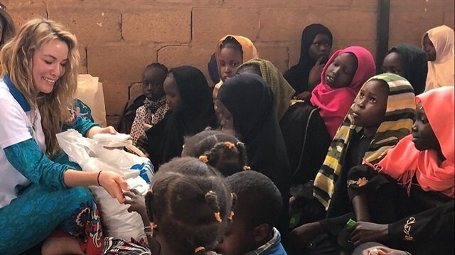 Gamze Özçelik, Afrikalı çocuklar için evini sattı
