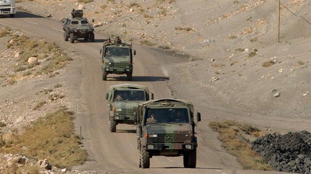 Yüksekova'da askeri araç devrildi