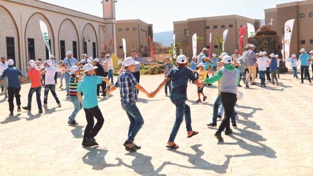 Yeni eğitim döneminde yaşam merkezinde Suriyeli 500 yetim kız ve 490 yetim erkek eğitim görecek.