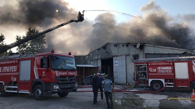 Depodaki yangına çok sayıda itfaiye ekibi müdahale etti
