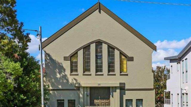 Avrupa'da ilgisizlik nedeniyle boş kalan kiliseler bir bir satışa çıkarılıyor.