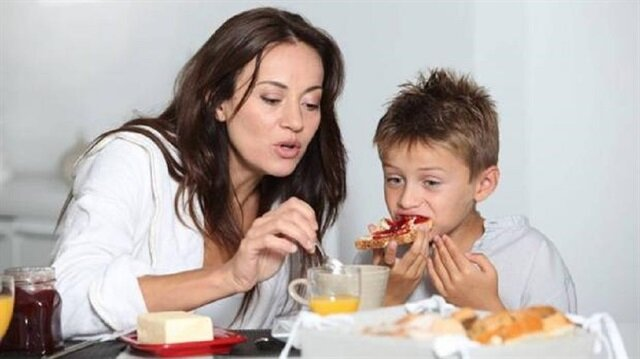 Çocuklar okula gitmeden önce mutlaka kahvaltı yapmalıdır.