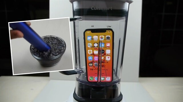 iPhone X'u blenderdan geçrip meyve suyu gibi içti
