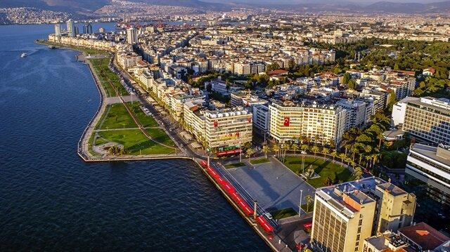 İzmir genelinde etkili olan kötü kokuya karşı tepkiler büyüyor.