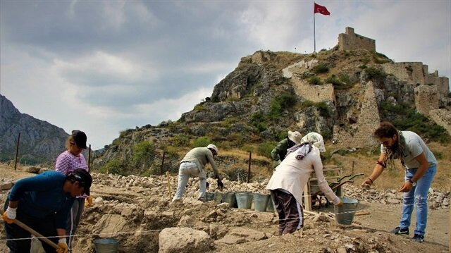 Evliya Çelebi'nin Seyahatname'sinde geçen 6 asırlık caminin kalıntılarına ulaşıldı.