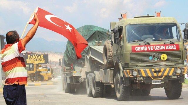 fırtına obüsü ve tank yüklü tırlar ile zırhlı personel taşıyıcılar Hatay'a ulaştı.