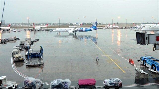 Uçağa yıldırımın isabet etmesi nedeniyle İstanbul-Riyad seferi iptal edildi. 