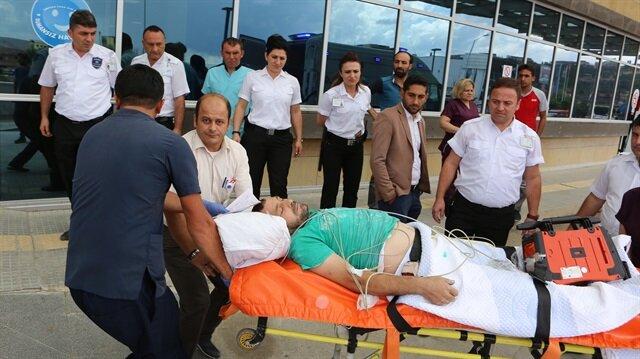 Sağlık ekiplerine bıçakla saldıran şahıs, polis tarafından vurularak etkisiz hale getirildi.