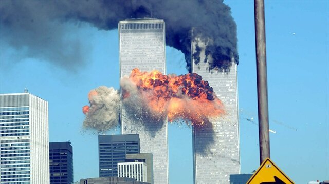 11 Eylül 2001 sabahı ABD dünyanın en büyük terör saldırısına uyandı. Yaklaşık 3 bin kişinin hayatını kaybettiği saldırının üzerinden 17 yıl geçti. Saldırı ABD'de siyasi, ekonomik ve sosyal hayatta travma yarattı. ABD, intikam hırsıyla Afganistan ve Irak'ı işgal etti.