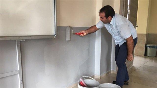 Okul Müdürü Ercan Mengünoğul ve okul idarecileri ellerine aldıkları fırça ile ustalara yardımcı olarak boya ve badana yaptı.