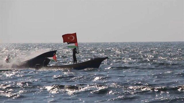 Filistinliler Akdeniz'de Türk bayrağı dalgalandırdı