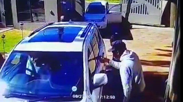 Aracını çevreleyen silahlı gruba pabuç bırakmayan cesur kadın
