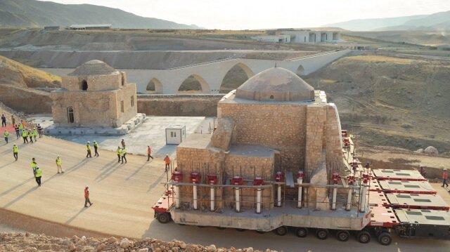 Sırada taşınmayı bekleyen eserler ise şöyle: Kızlar, Süleyman Han, Koç, El-Rızık camileri ve Orta Kapı var.