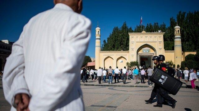 Çin'deki Müslüman Türkleri keyfi tutuklamalara maruz kalıyor ve kamplarda siyasi endoktrinasyona tabi tutuluyorlar.
