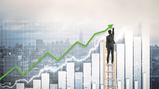 Türkiye yılın ikinci çeyreğinde yakaladığı yüzde 5,2'lik büyüme hızıyla 7 çeyrektir üst üste gelişim kaydetti.