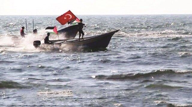 Gazzeliler, Akdeniz sularında Türk bayrağını dalgalandırdı.