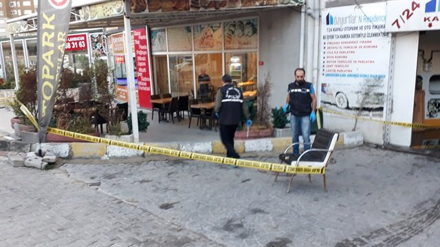 Esenyurt'ta börekçi önünde silahlı kavga