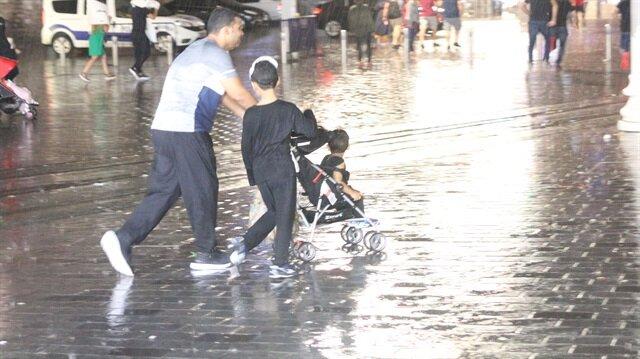 Meteoroloji İstanbul için sağanak yağış uyarısında bulundu.