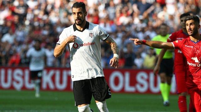 Negredo bu sezon Beşiktaş formasıyla çıktığı 5 maçta 3 gol kaydetti.