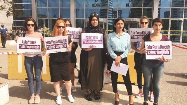 Eda Küçük ve duruşmaya katılanlar, duruşmanın ardından basın açıklaması yaptı.