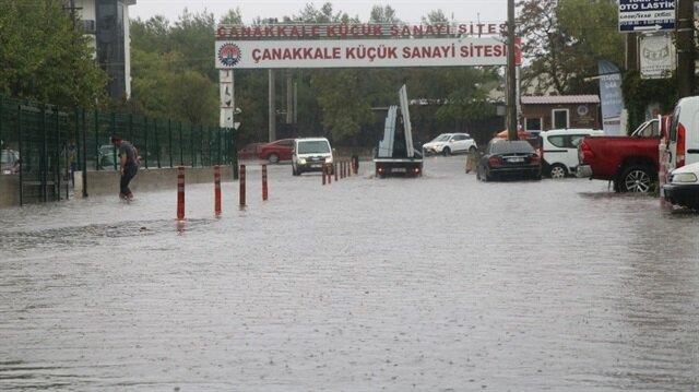 Çanakkale'de sokaklar göle döndü!