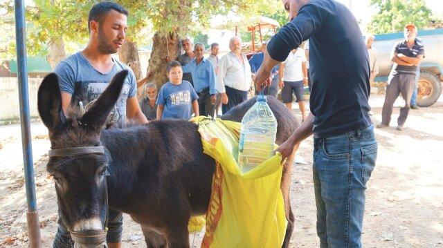 Mahalle sakinleri çareyi eşeklerle su taşımakta buldu. İ