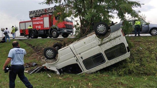 Eşiyle direksiyon başında tartışan sürücü aracın hakimiyetini kaybetti: 5 kişi yaralandı.