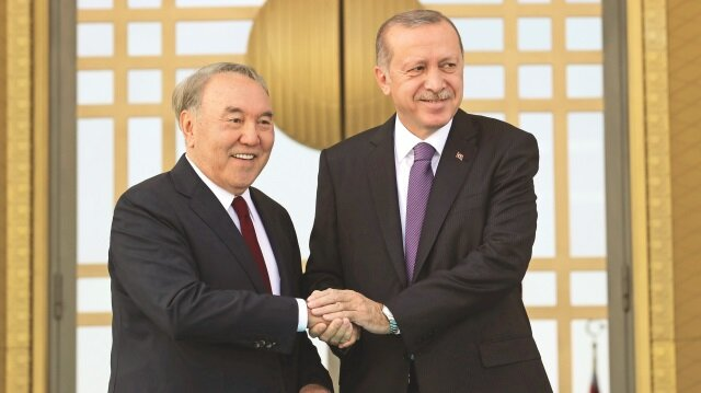 Başkan Erdoğan, Kazakistan Cumhurbaşkanı Nursultan Nazarbayev'i Beştepe'de törenle karşıladı. Karşılamada ikilinin sıcak ve samimi davranışları dikkati çekti.