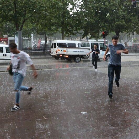 Kastamonu'da yağmur su baskınlarına neden oldu
