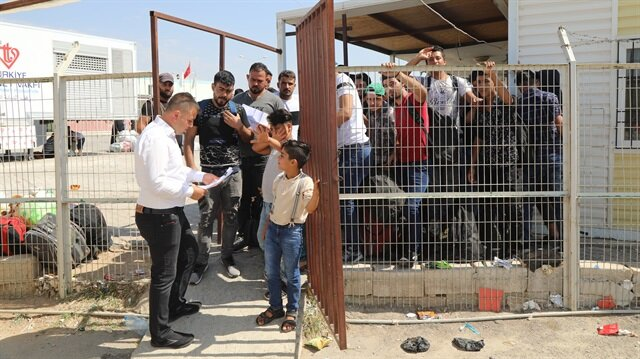 السوريون يواصلون العودة من تركيا إلى بلادهم
