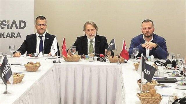 Fatih Altunbaş bir grup gazeteciyle bir araya gelerek yerli savunma firmalarının askeri radar ve sınır güvenliği projeleri hakkında bilgi verdi.
