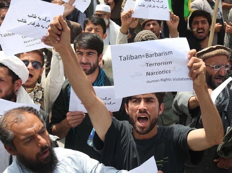 Afganistan'ın başkenti Kabil'de Taliban'ı protesto için düzenlenen bir gösteri.