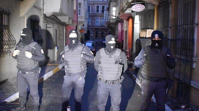 Operasyona katılan güvenlik güçleri çevre tedbirleri de aldı.