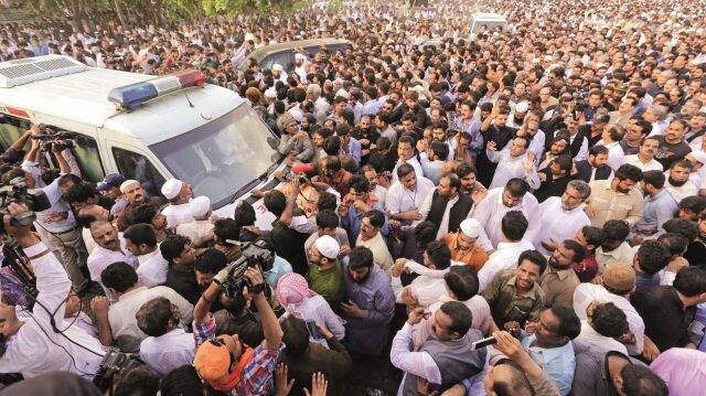 Gülsüm Navaz'ın cenazesi, Lahor'un Jati Umra bölgesinde kılınan cenaze namazını müteakip, Şerif aile mezarlığında defnedildi.