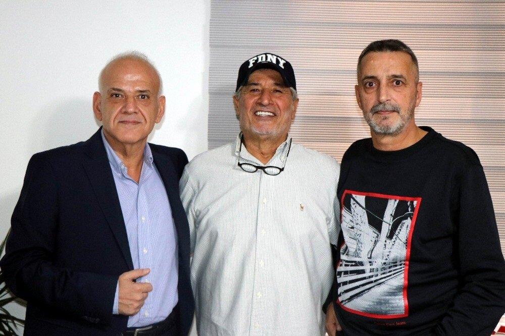 Ahmet Çakar ile Abdülkerim Durmaz'a Gökmen Özdenak da eşlik etti.