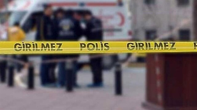 Şişli'deki silahlı soygunun ardından olay yerine giden polis ekipleri bölgeyi şeritle çevirdi.