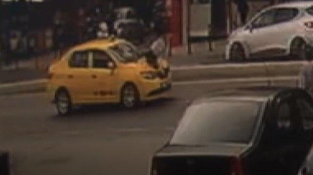 Kız arkadaşı ile tartışan gence otomobil böyle çarptı