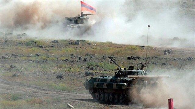 Azerbaycan ordusu da Ermenistan ordusuna ateşle yanıt verdi.
