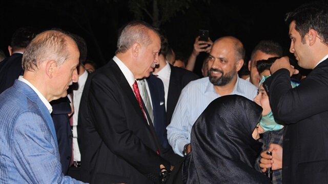 Erdoğan Zeytinburnu sahilinde vatandaşlarla sohbet etti