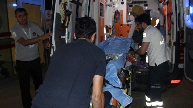 Ağır yaralanan adam olay yerine gelen sağlık ekiplerince hastaneye kaldırıldı.
