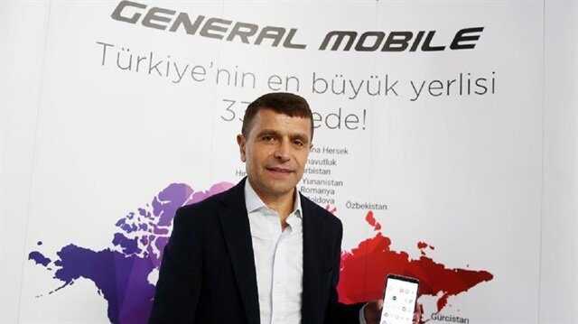 2005 yılına kadar, mobil cihazlar için yazılım geliştiren marka, 2005 yılının son çeyreğinden itibaren cep telefonu üretimine başlamıştır.