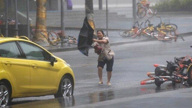Filipinler'de başlayan Mangkhut tayfunu Çin'in Shenzhen şehrinde de etkisini gösterdi. (Fotoğraf: Reuters)