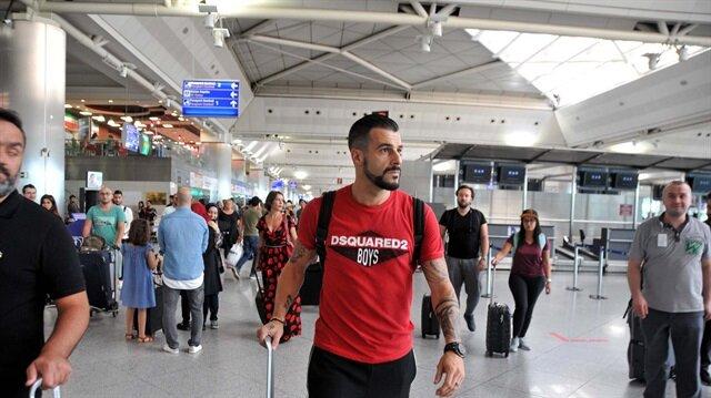 Alvaro Negredo Al Nasr Kulübü ile görüşmek üzere İstanbul'dan Dubai'ye gidiyor.