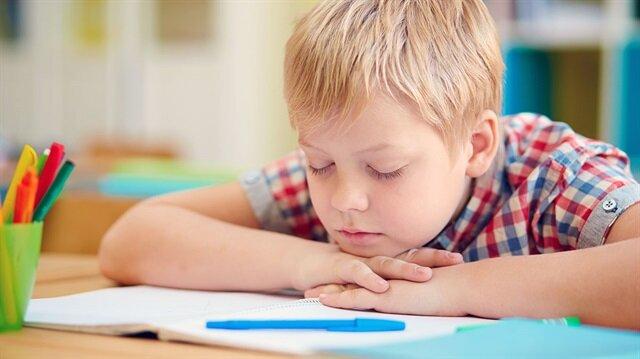Çocuğun okul başarısını hastalıkta dahil bir çok faktör etkileyebiliyor.