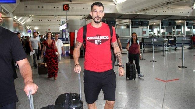 Negredo, Beşiktaş kariyerinde çıktığı 49 resmi maçta 18 gol atmıştı.
