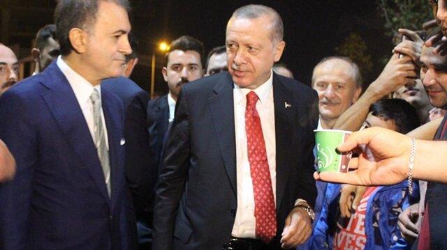 Başkan Erdoğan, Zeytinburnu sahilinde piknik yapan vatandaşlarla bir süre sohbet etti.