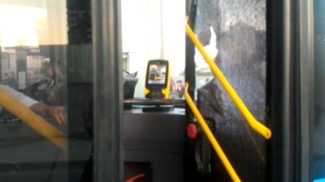 Akbili geri gelmeyen adam otobüsün camlarını kırdı