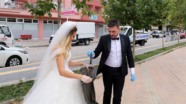 15 Eylül Dünya Temizlik Günü dolayısıyla yeni evlenen bir çift,  çöp topladı.