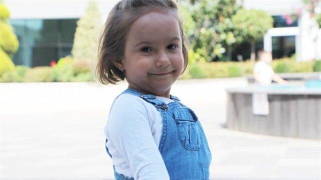 Doğuştan kaval kemiği eksik dünyaya gelen küçük kız şimdi yürüyebiliyor. 